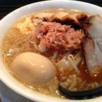 【二郎ラーメン】 大阪の西中島南方にある「ラーメン つけ麺 笑福」