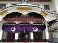 歌舞伎座の前で写真を撮った