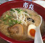 【大阪・福島ラーメン】コマ切れチャーシューと背脂たっぷり 醤油とんこつ「市丸ラーメン」
